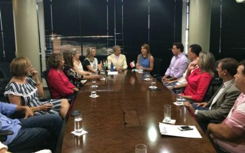 Com o prefeito Edinho, políticos e comunidade italiana