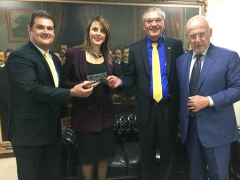 Com o Deputado Cleiton Salvaro, propositor da Sessão, Deputado Silvio Dreveck, presidente da ALESC e o Cônsul Geral da Itália no Paraná e em Santa Catarina, Enrico Mora.