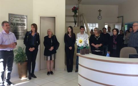 Prefeitura de Pedras Grandes, com prefeito Vilson Marcon e com representantes da comunidade italiana.