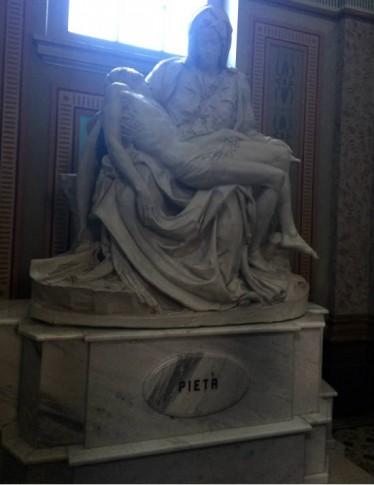 Réplica da Pietà di Michelangelo