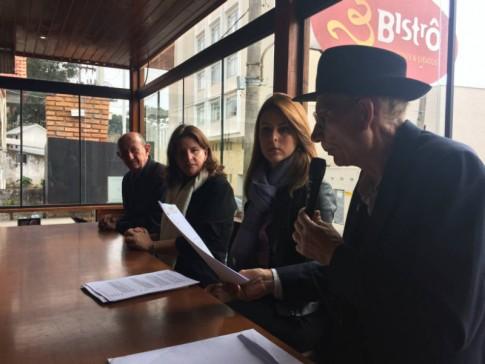 Com Luiz Marin, vereador e Presidente do Círculo Italiano de Lages, a Dep. Carmen Zanotto e o historiador e Mestre Talian, Aliduino Zanella
